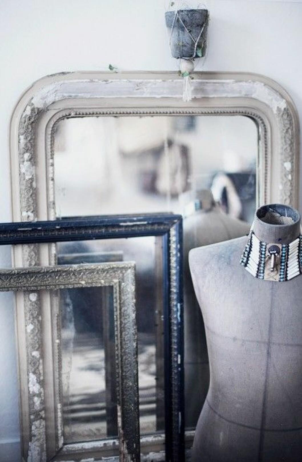 hemma-©-Anna-Malmberg-gamla ramar spegel inspiration