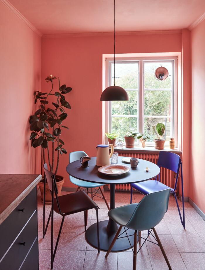 Hemma hos Camilla och Karl i Råå Elle Decoration matplats köket
