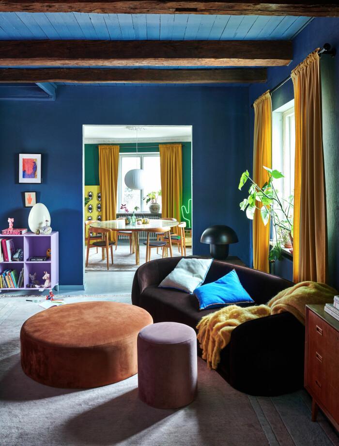 Hemma hos Camilla och Karl i Råå Elle Decoration vardagsrum blått
