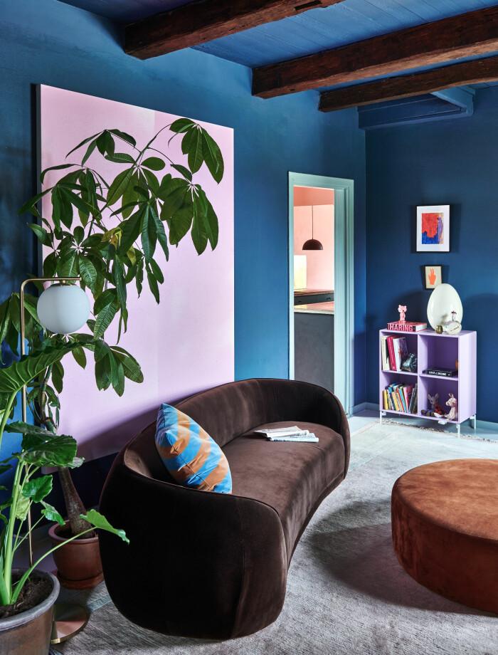 Hemma hos Camilla och Karl i Råå Elle Decoration vardagsum blått