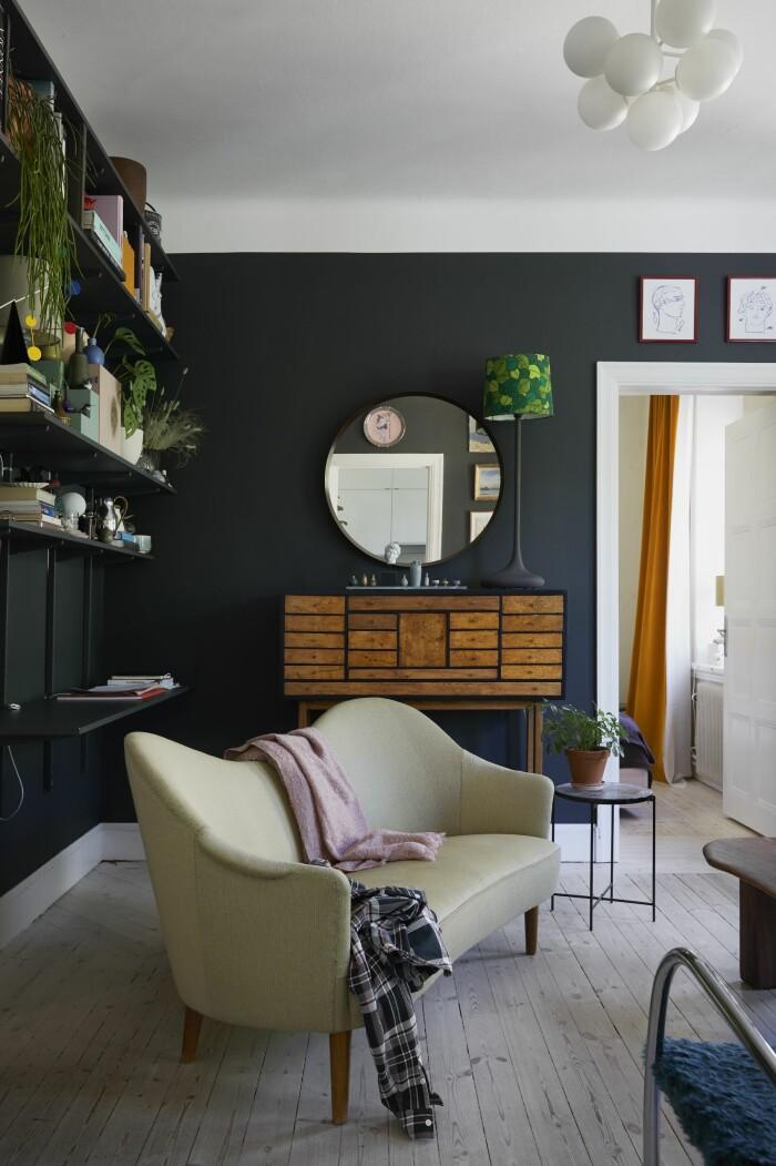 Hemma hos Dennis Valencia Samsas soffa vardagsrum