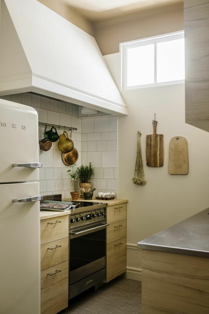 Hemma hos Helena Sand Östermalm kitchen Smeg kyl