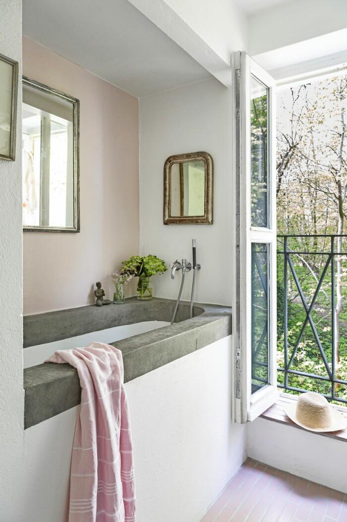 Hemma hos Mai Knauer pasteller och dansk design badrum