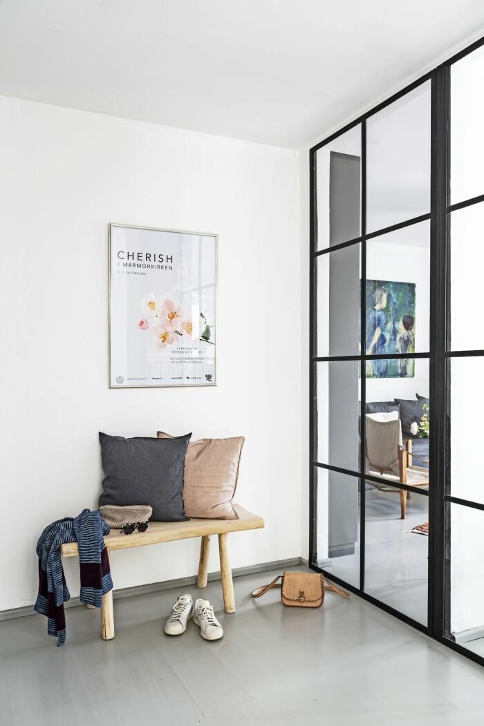 Hemma hos Mai Knauer pasteller och dansk design hall glasvägg
