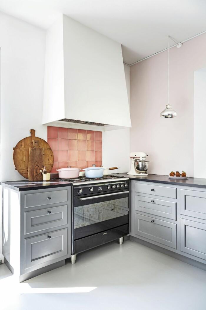 Hemma hos Mai Knauer pasteller och dansk design köket
