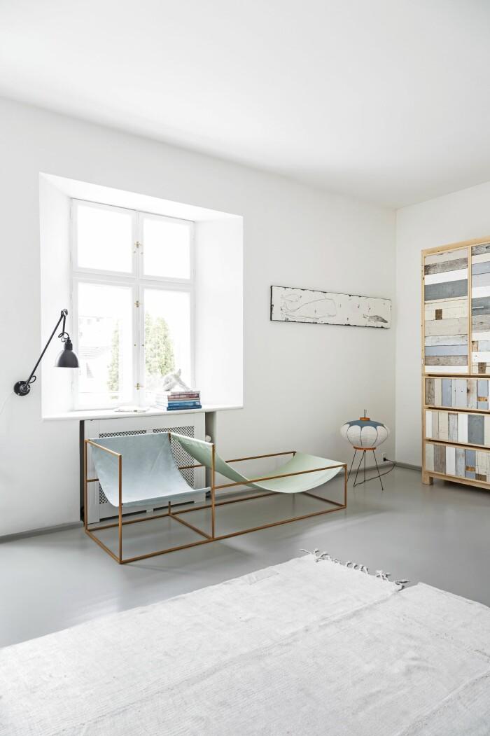 Hemma hos Mai Knauer pasteller och dansk design vardagsrum Muller van Severen piet hein eek