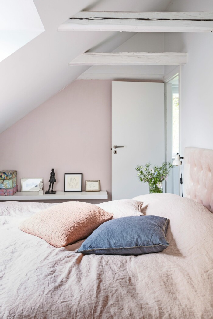 Hemma hos Mai Knauer pasteller och dansk design sovrum rosa