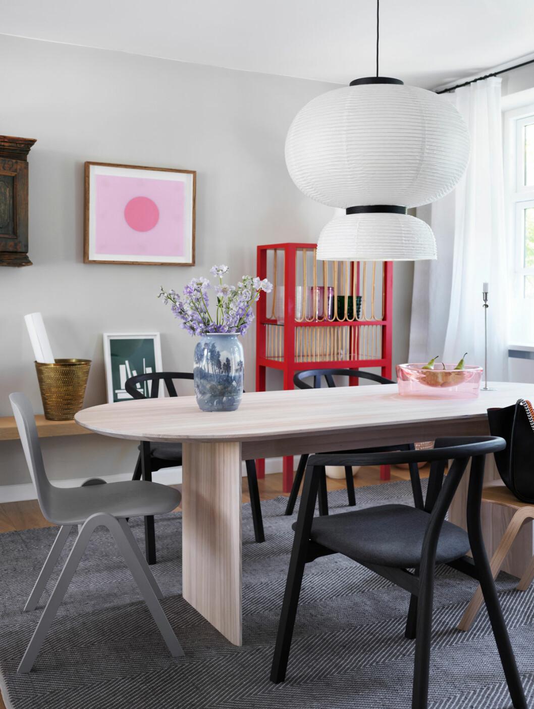 Hemma hos Mia Lagerman Köpenhamn matbord lampa