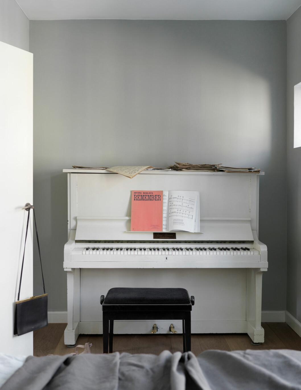 Hemma hos Mia Lagerman Köpenhamn piano vardagsrum