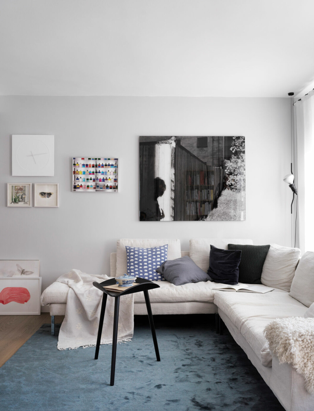 Hemma hos Mia Lagerman Köpenhamn vardagsrum soffa tavla