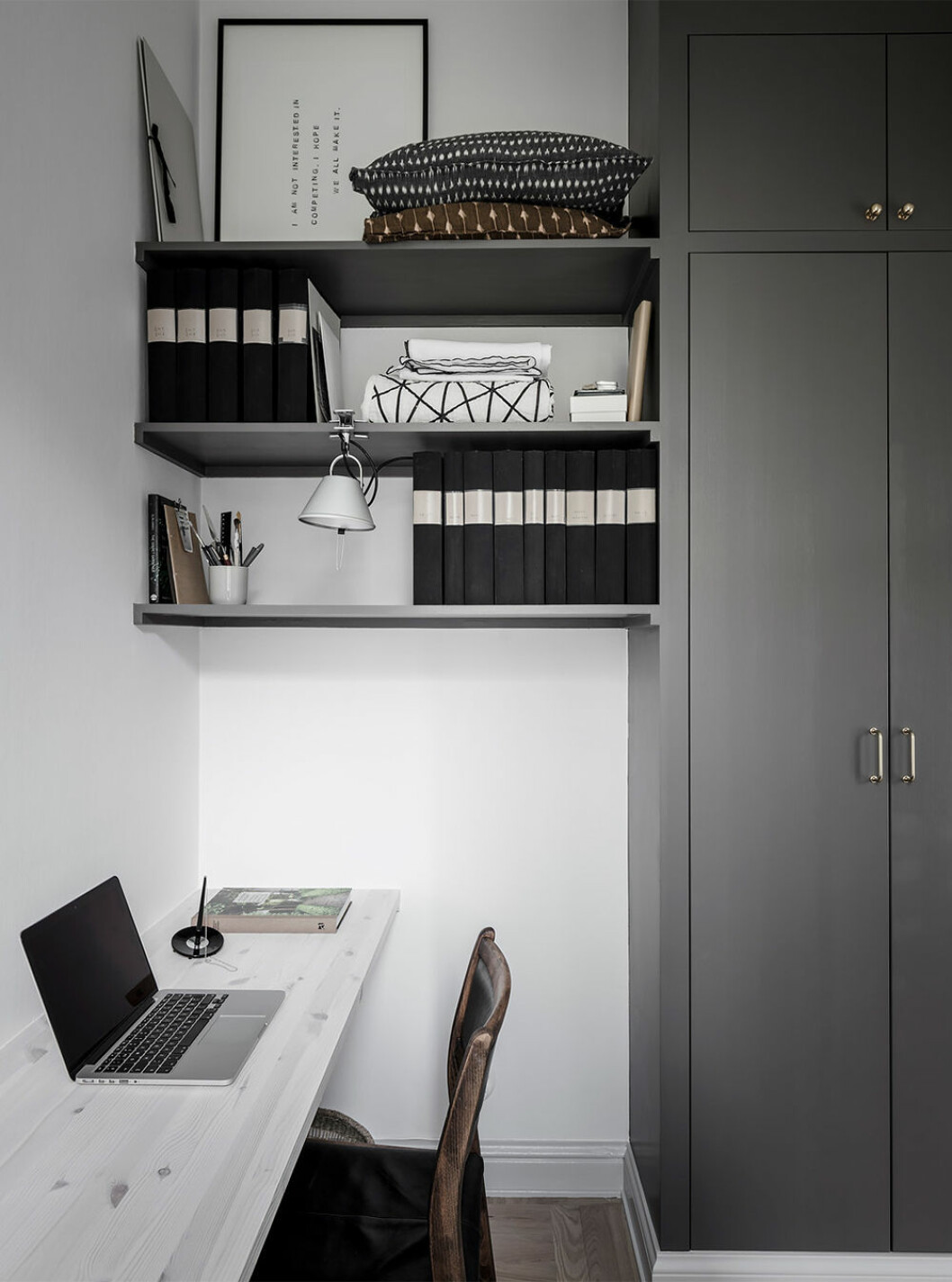Stilrent minimalistiskt hemmakontor