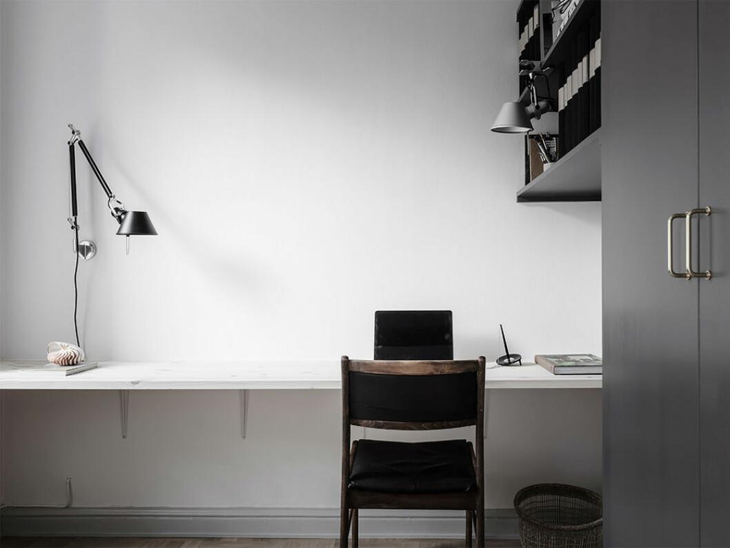 minimalistiskt och avskalat hemmakontor