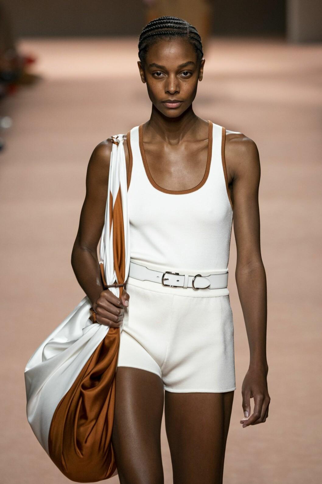 Vita hotpants på Hermès vårvisning 2020