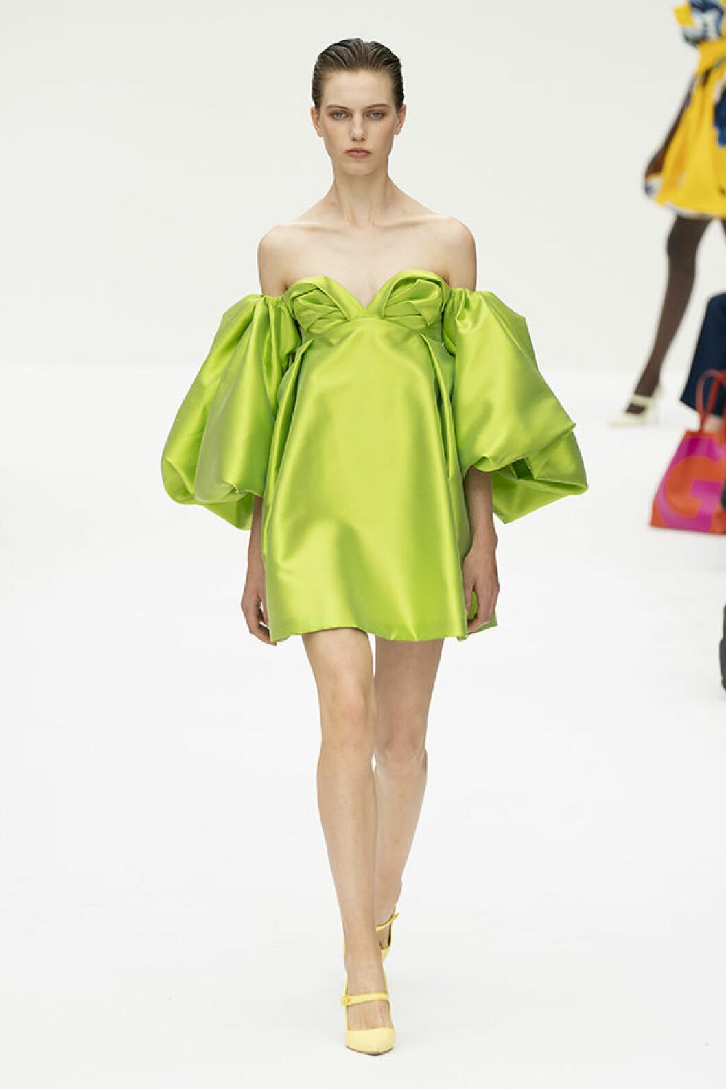 grön klänning från Carolina Herrera SS20.
