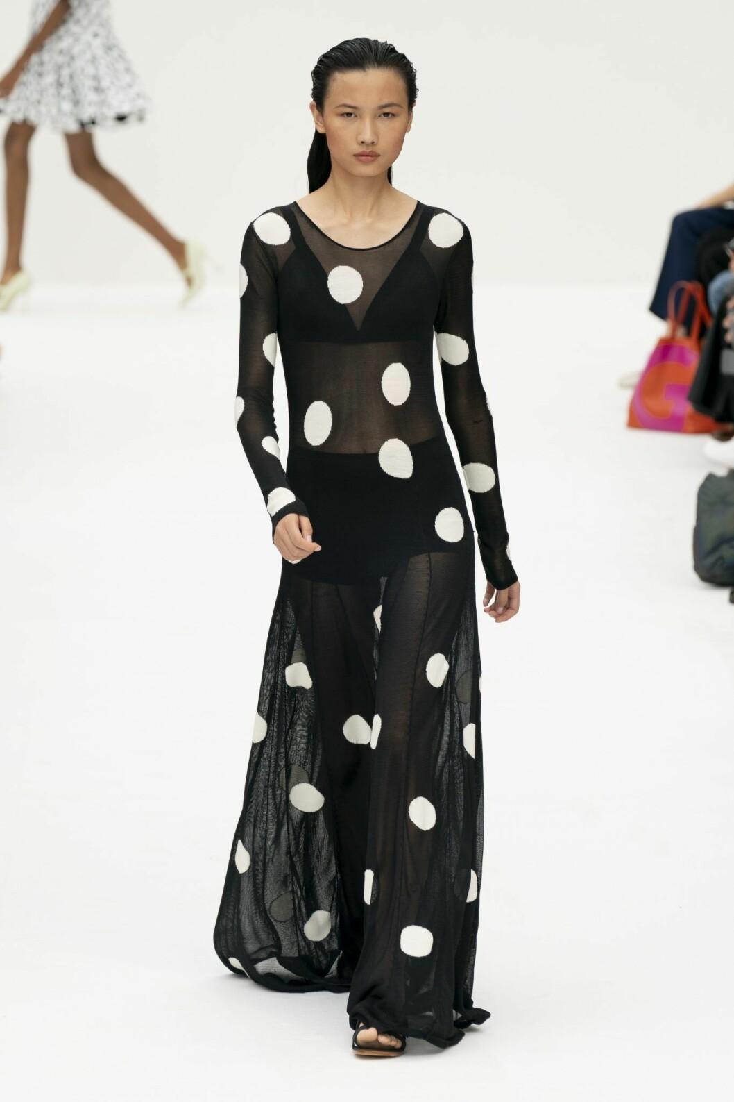 Klänning från Carolina Herrera med stora prickar