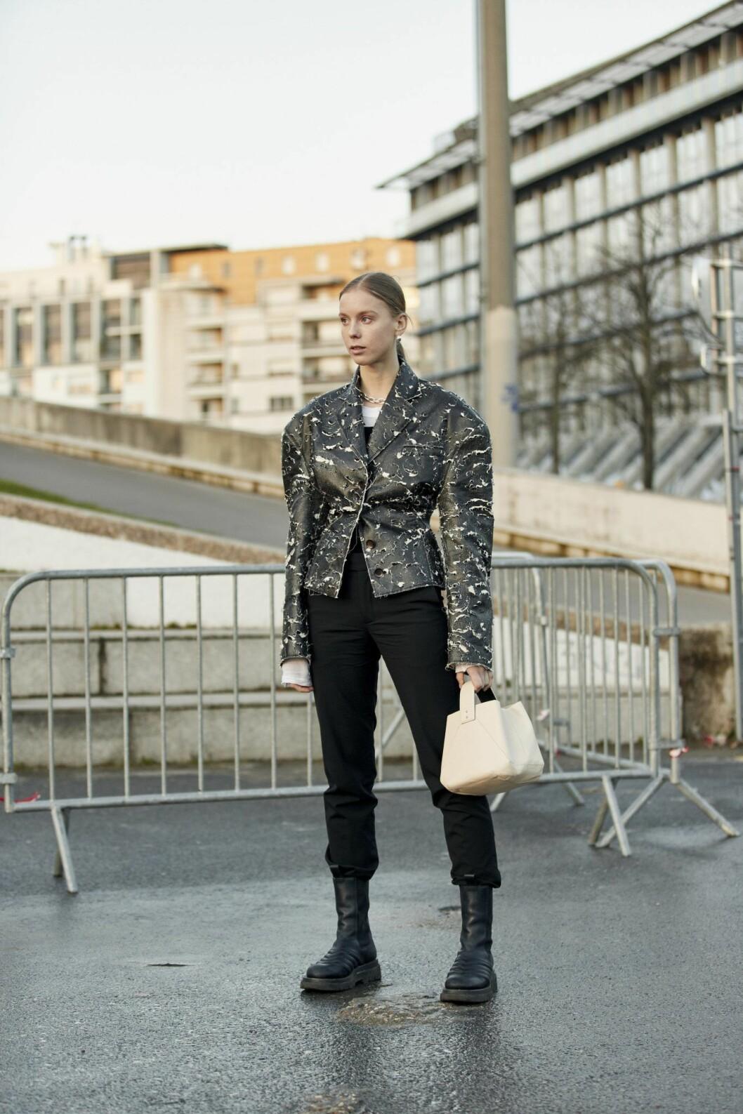 Hilda Sandström levererar streetstyleinspiration från modeveckan i Paris.
