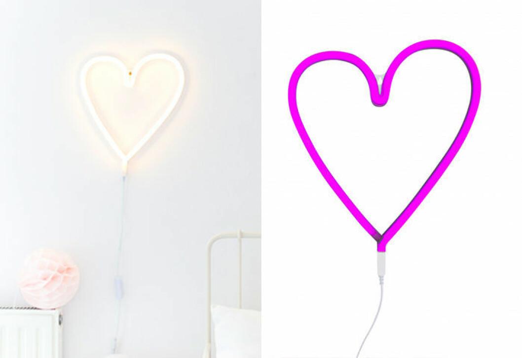 Neonlampa i form av ett hjärta