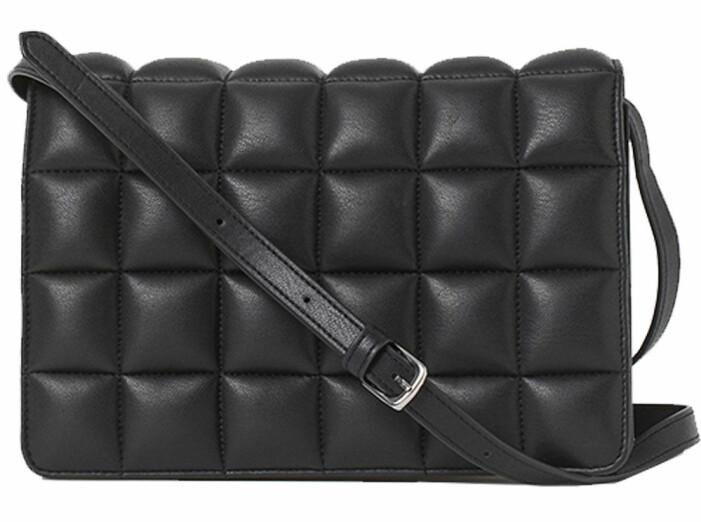 svart vadderad väska från H&M