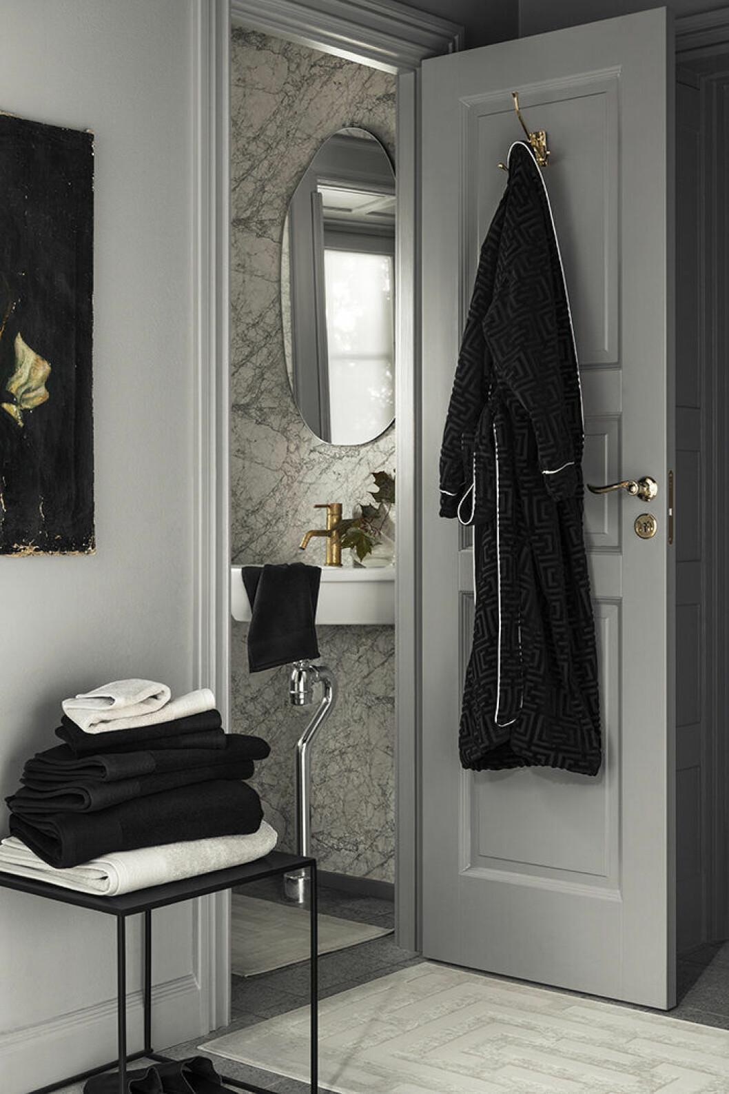 Hotellstil i badrummet är trendigt – och riktigt snyggt – hos H&M Home