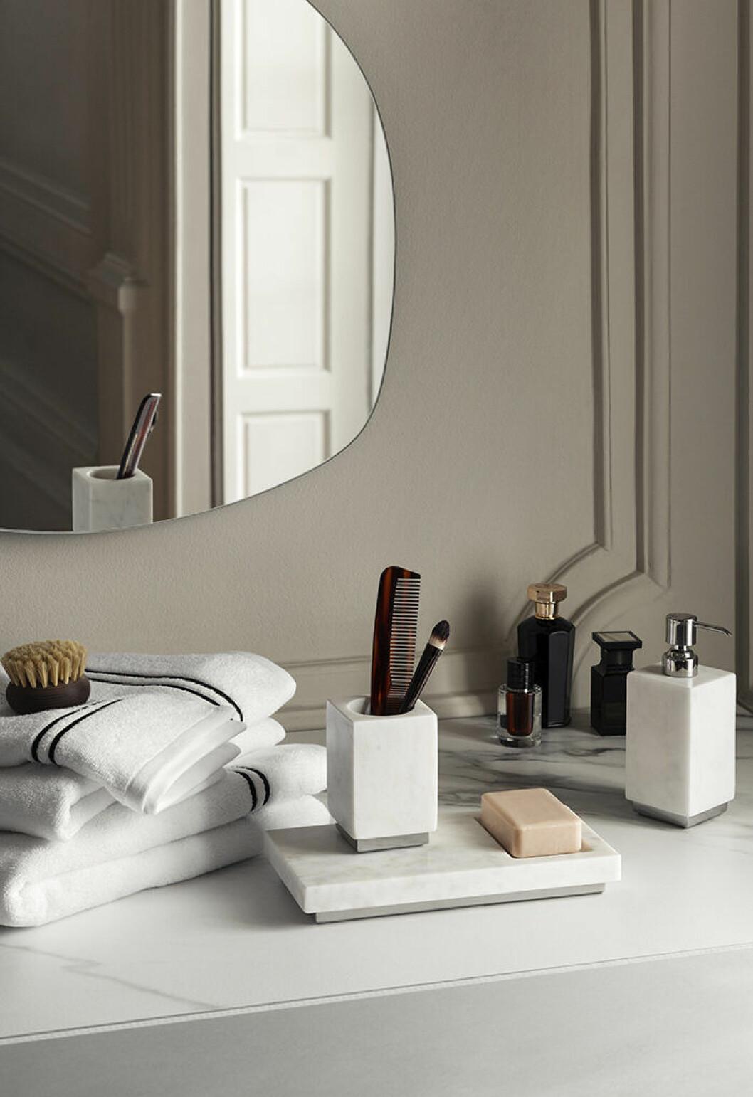 Detaljer med lyxig hotellkänsla för badrummet