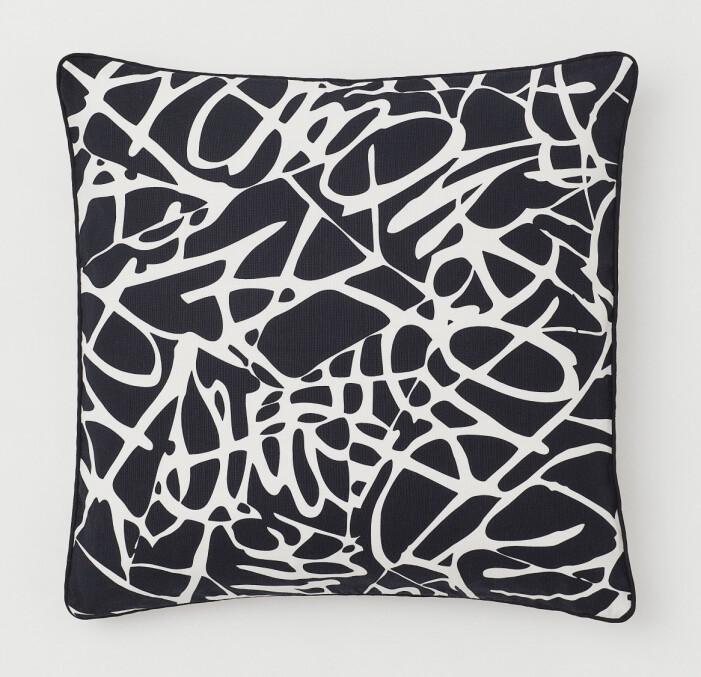 H&M Home x Diane von Furstenberg svartvit kudde