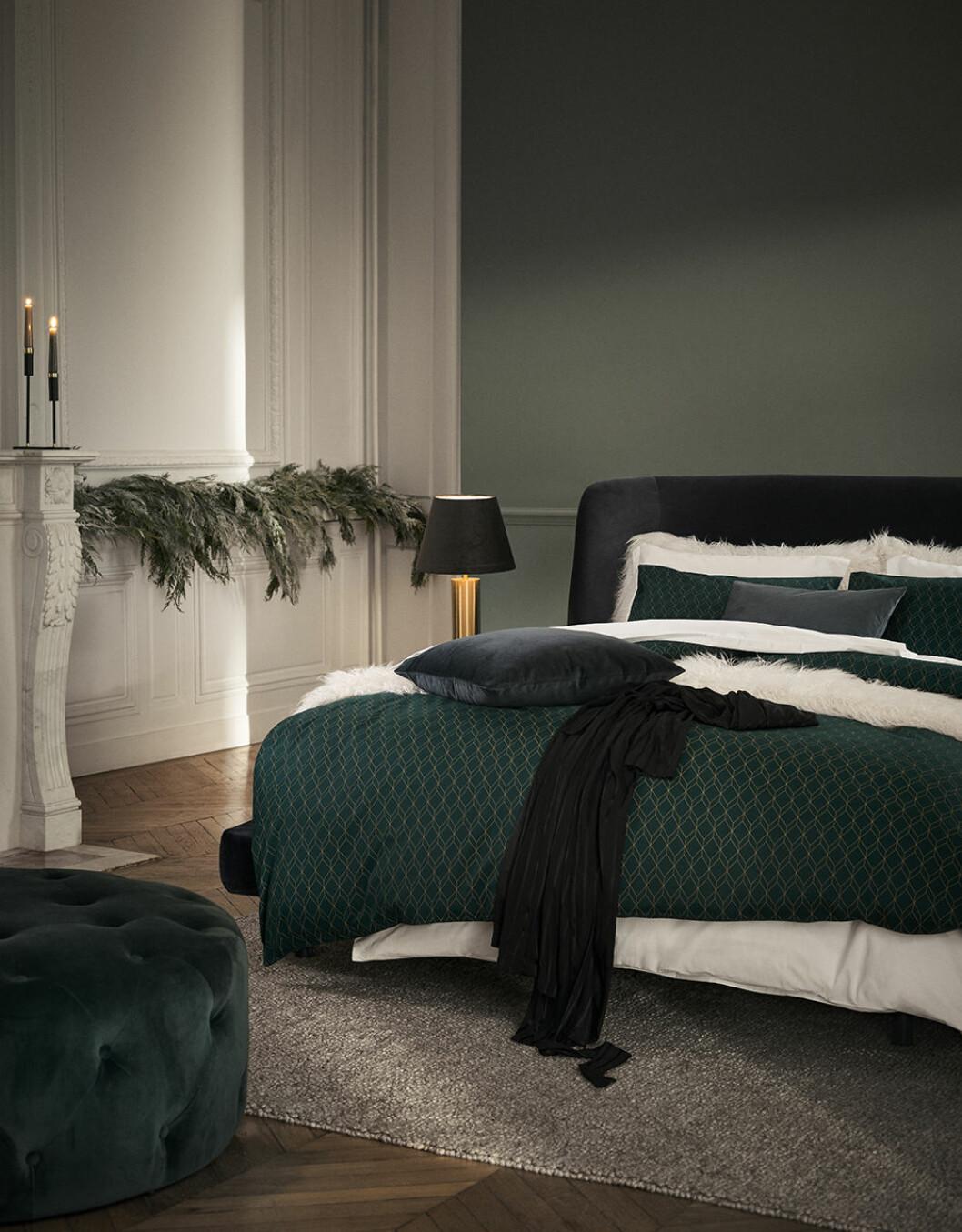Julens textilier går i mörkgrönt hos H&M Home