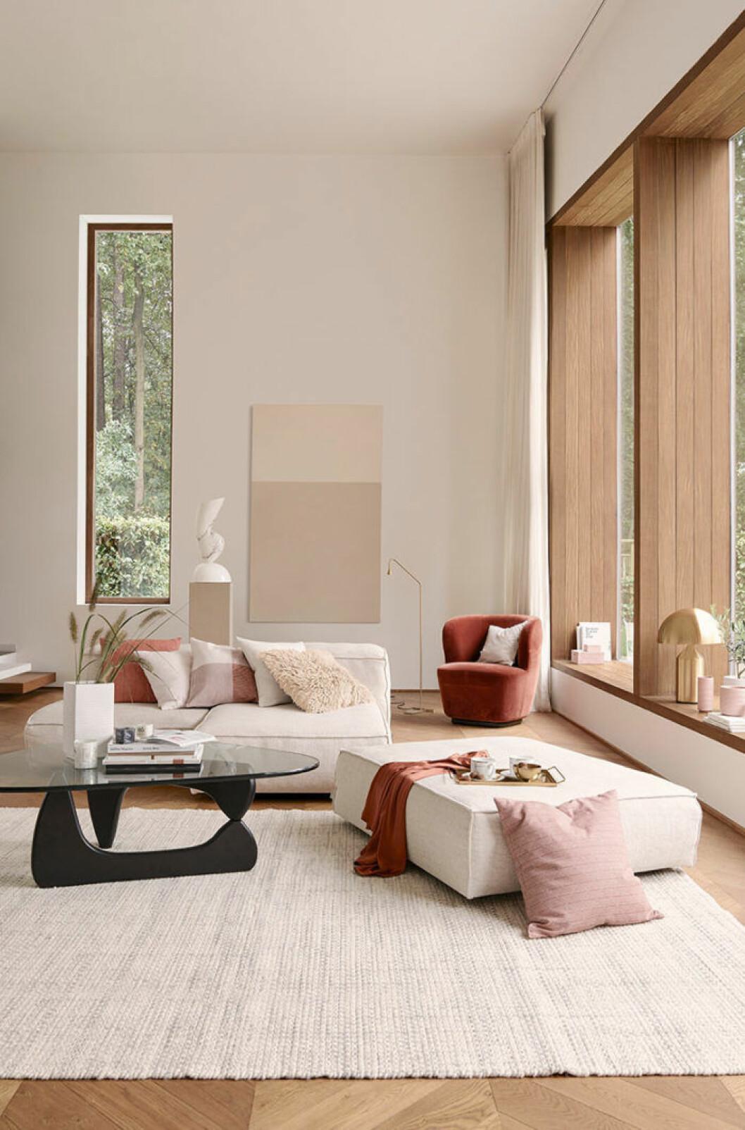 Stilen från H&M Home nya kollektion beskrivs som tidlös, minimalistisk och lustfylld.
