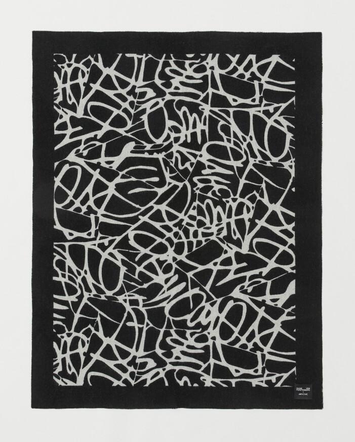 H&M home x Diane von Furstenberg svartvit pläd