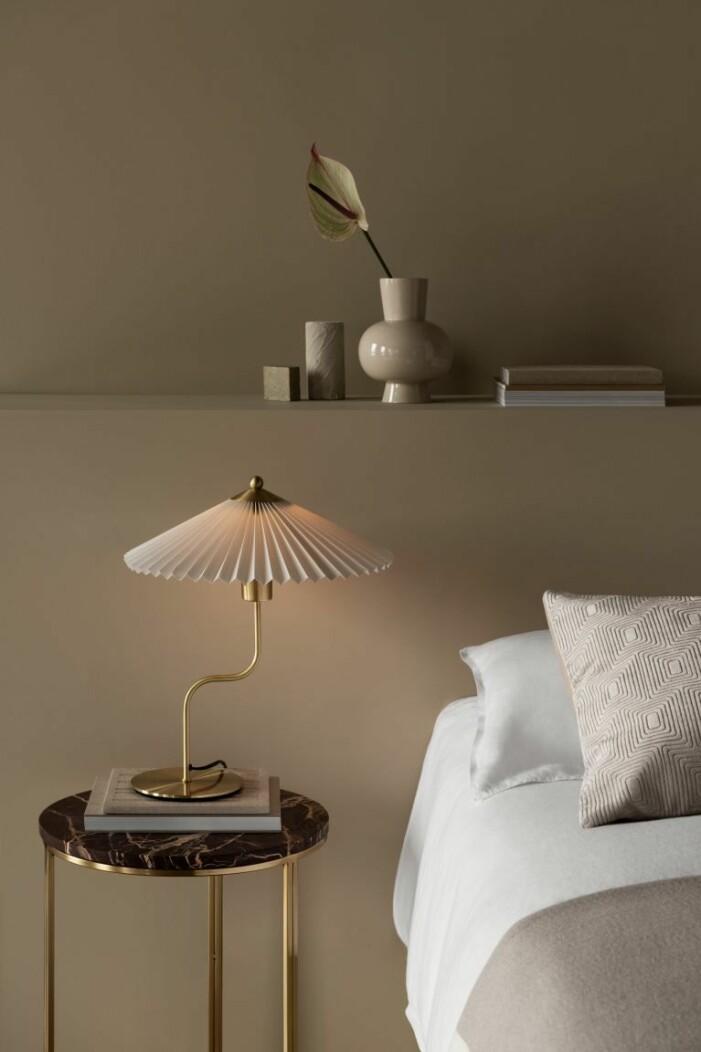 plisserad lampa