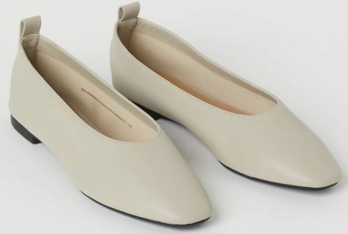Platta skor i ljus nyans med trendig mandelform rån H&M