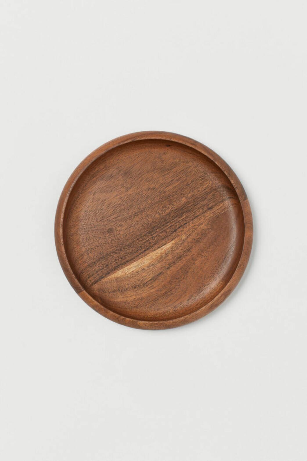 Stilfulla fat är en perfekt detalj för det rustika köket. Som denna lilla assiett/fat från H&M Home
