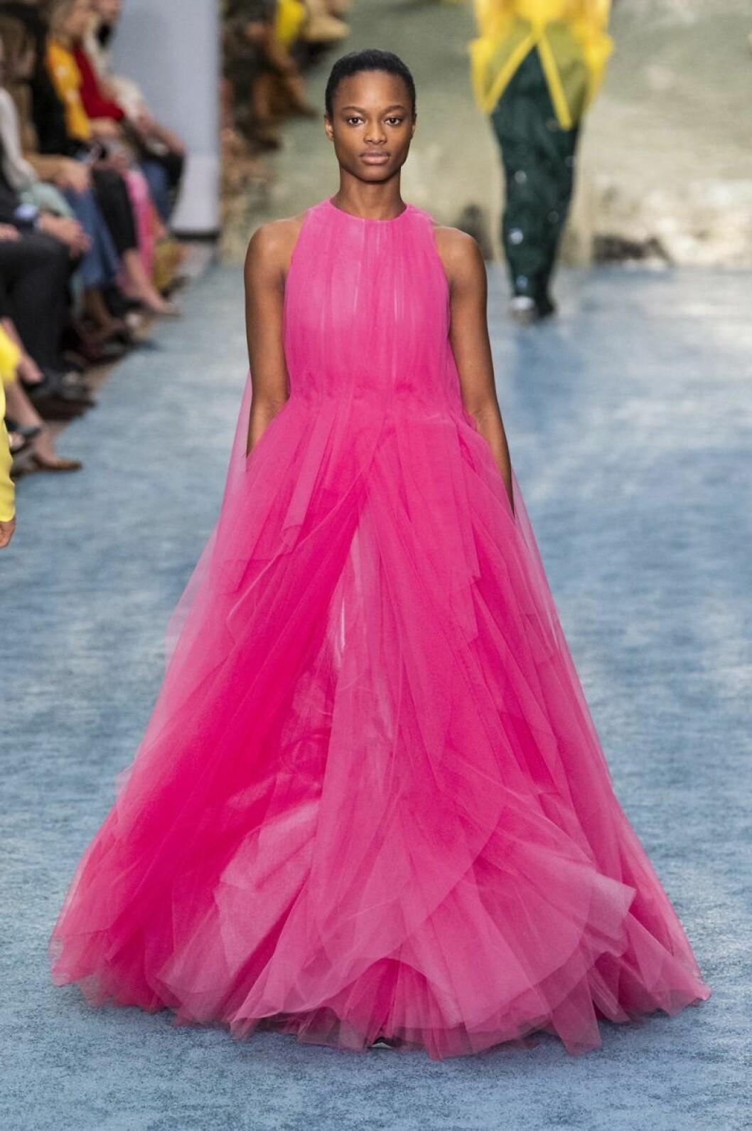 Carolina Herrera aw 19 chockrosa klänning