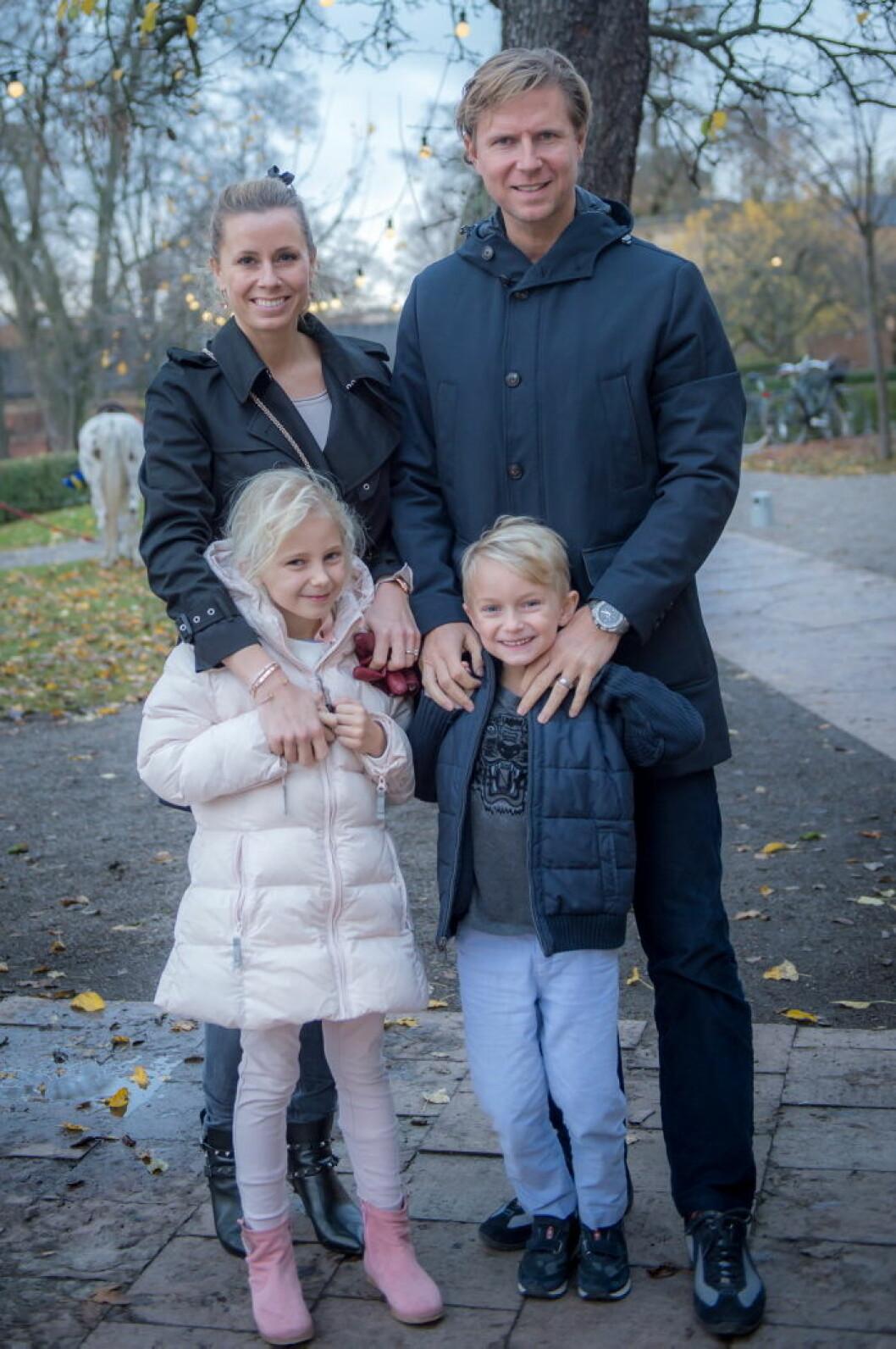 Dannie och Olof Larsson med döttrar.