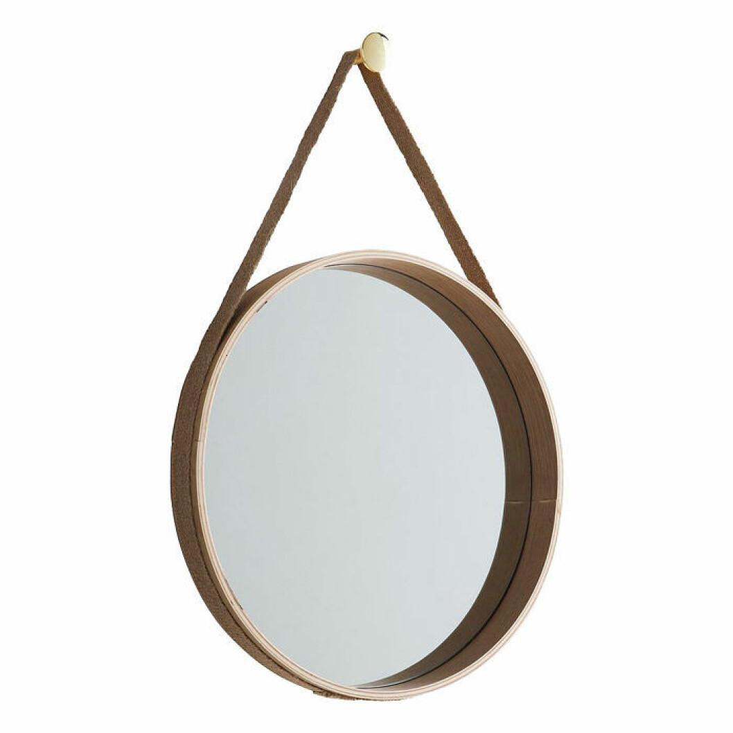 Rund spegel med ram i vitsåpad ekfaner, band i jute och tillhörande knopp i mässing
