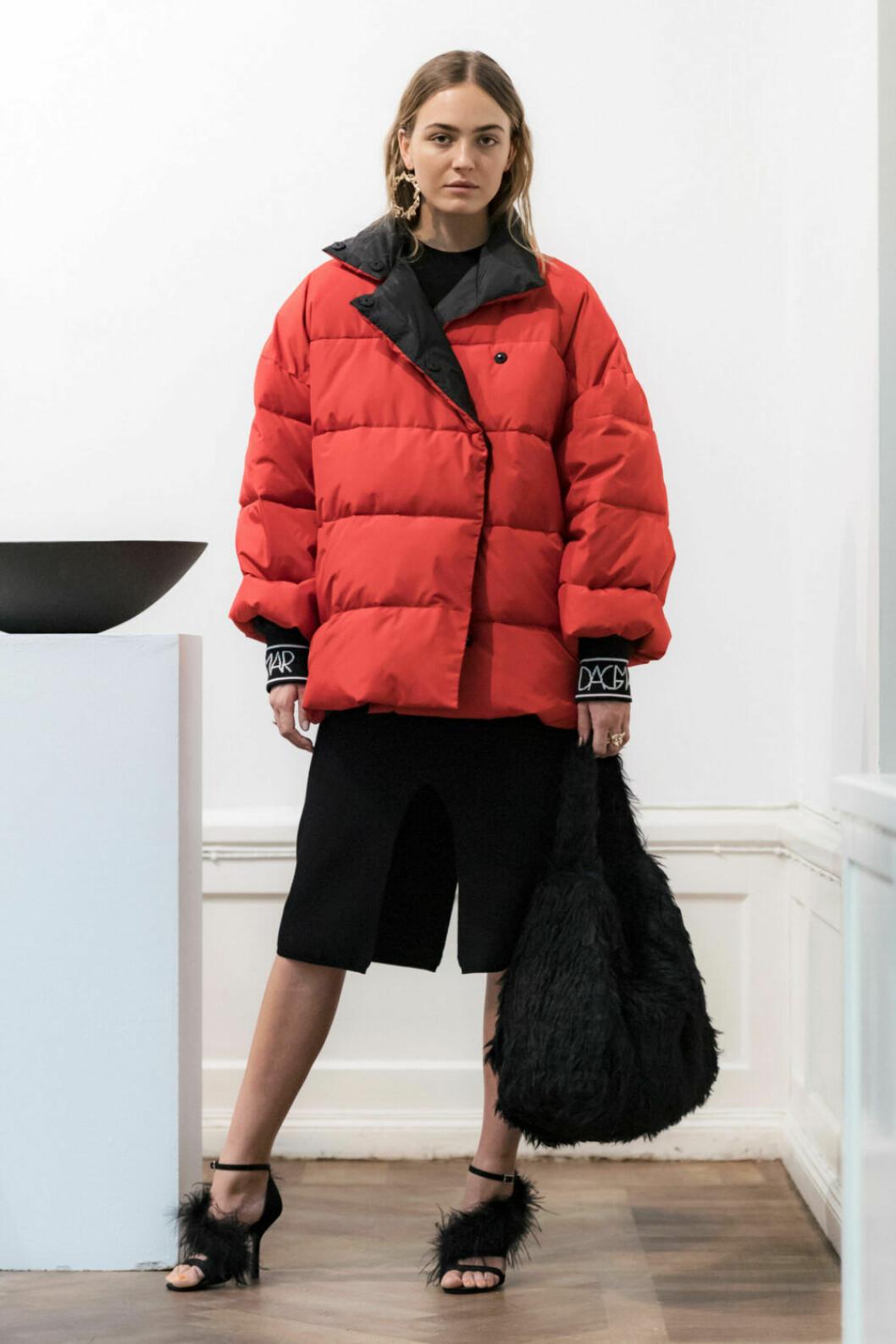 Röd puffercoat på House of Dagmars AW19–presentation