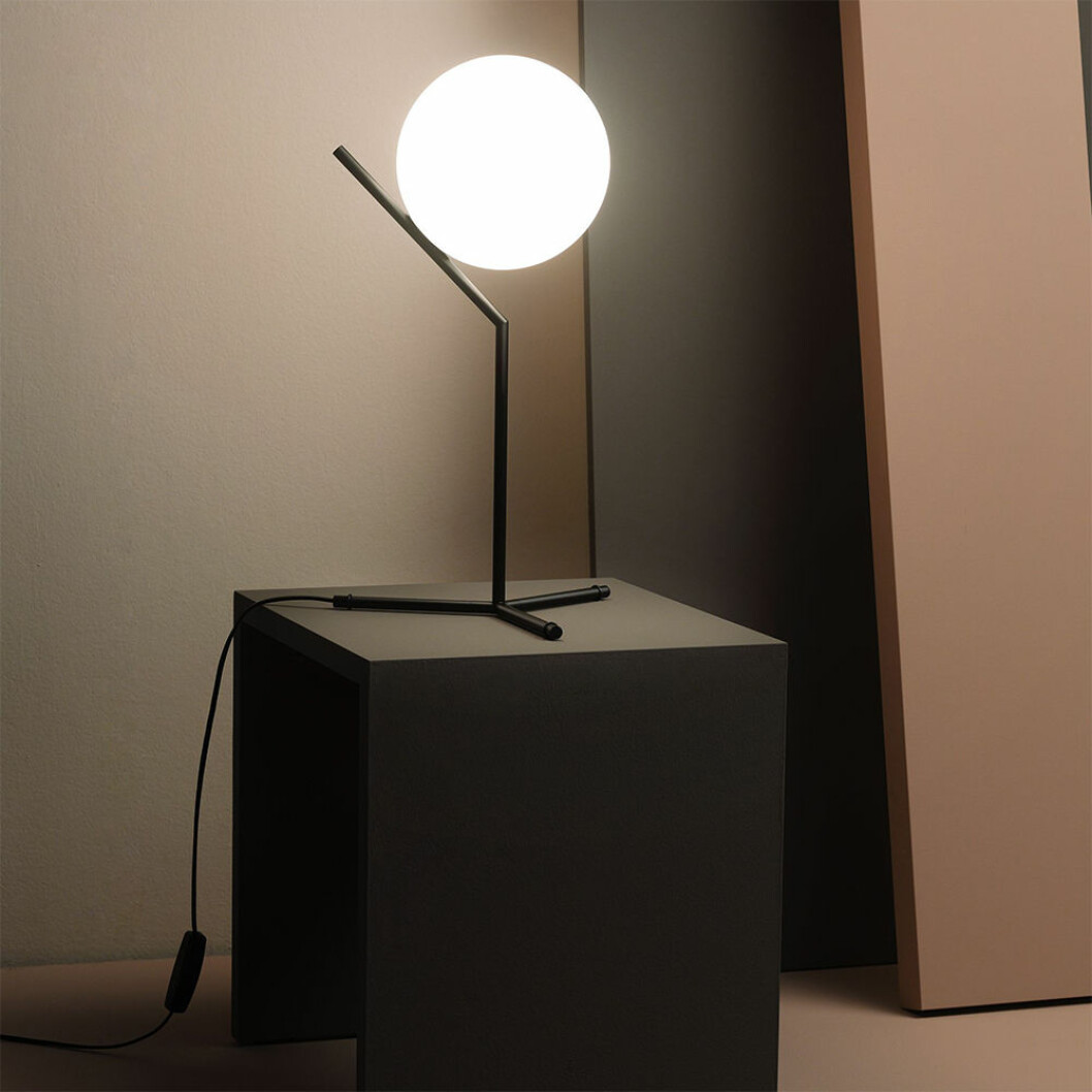 IC Lights bordslampa från Flos, design av Michael Anastassiades