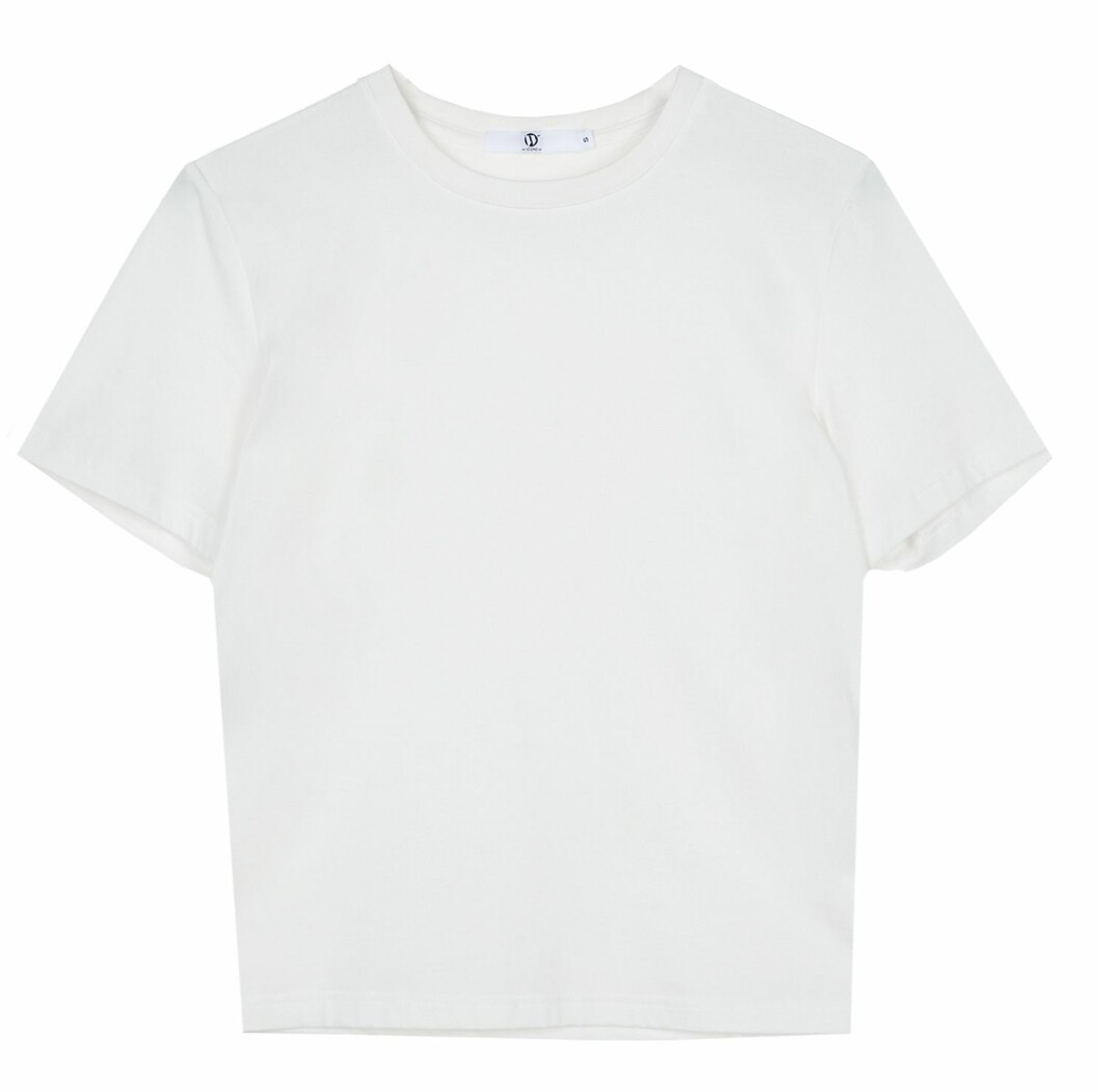 Stilren vit t-shirt i oversized boyfriend modell.