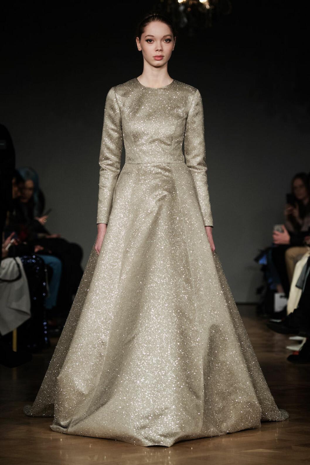 Guldglittrande långklänning från Ida Sjöstedt AW18