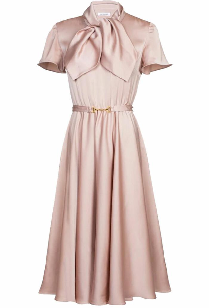 rosa klänning med rosett från ida sjöstedt