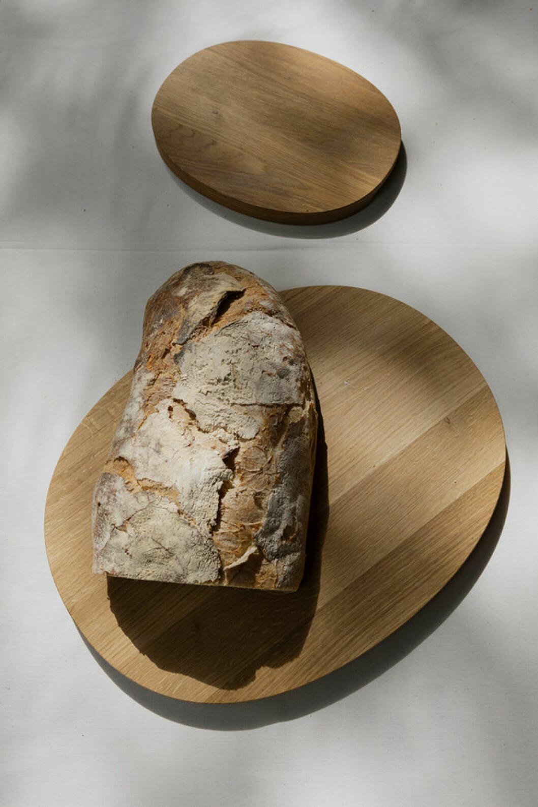 Serveringsbricka i trä från Iittalas serie Raami.