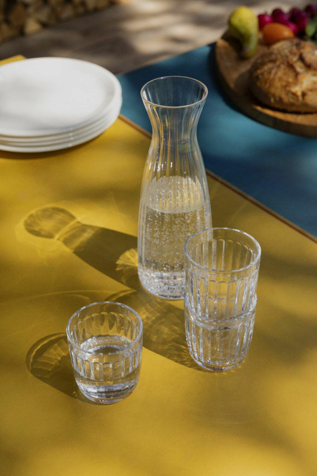 Karaff och glas från Iittalas serie Raami