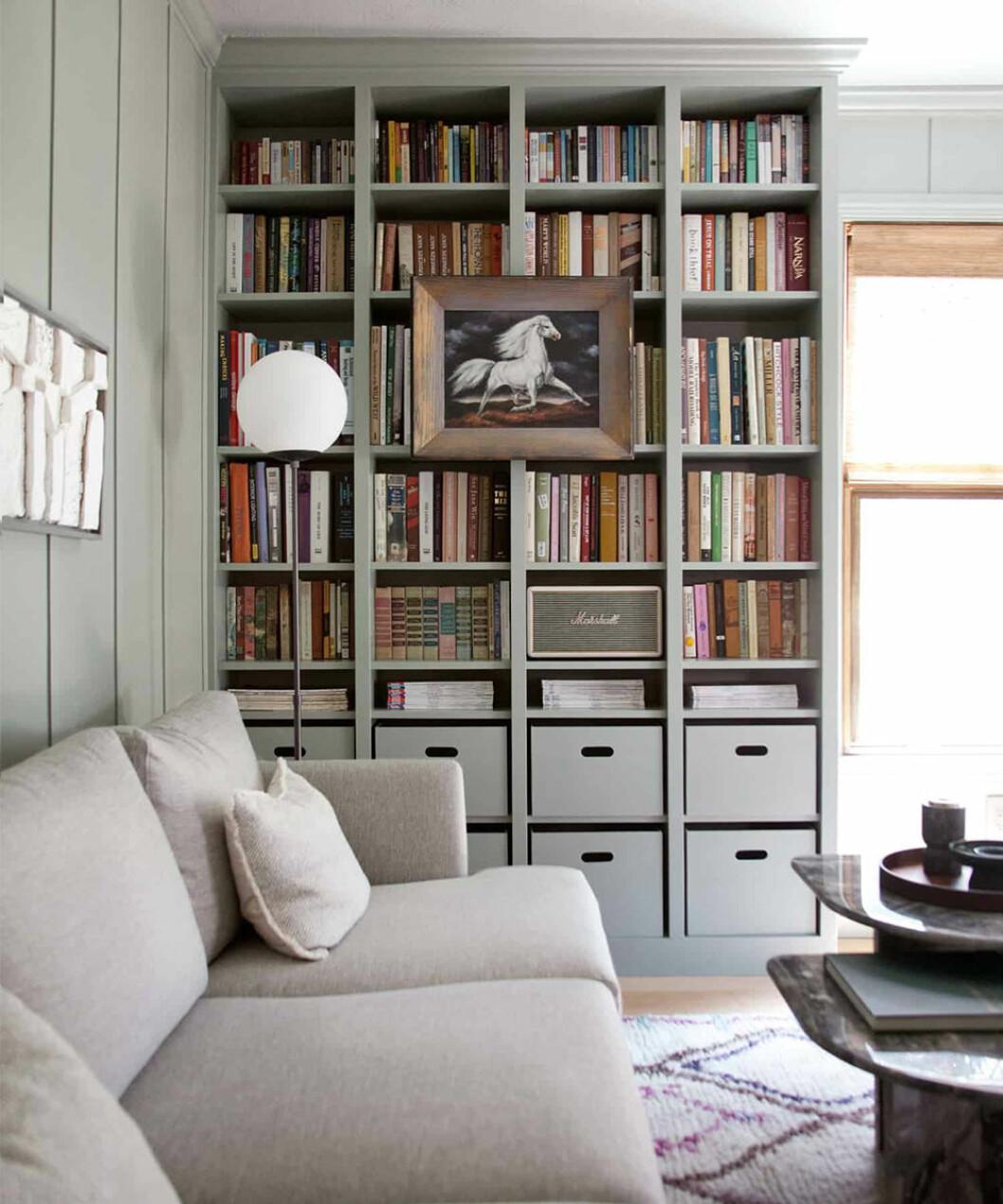 Ikea-hack med platsbyggd Billy-bokhylla