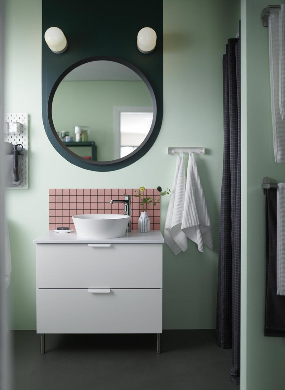Badrum i grönt, vitt och rosa från Ikea