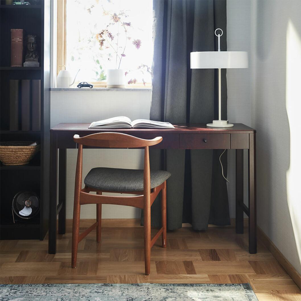 stilfullt hemmakontor i dansk stil i ikea katalogen 2021