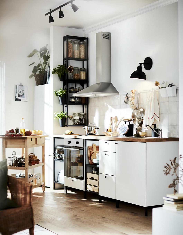 Vitt Ikeakök i ikea-katalogen 2021