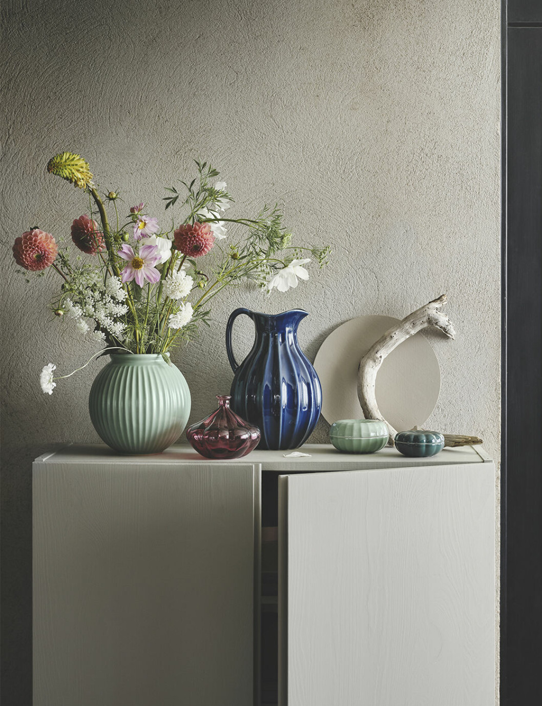 Keramik och vaser i fina färger från Ikea