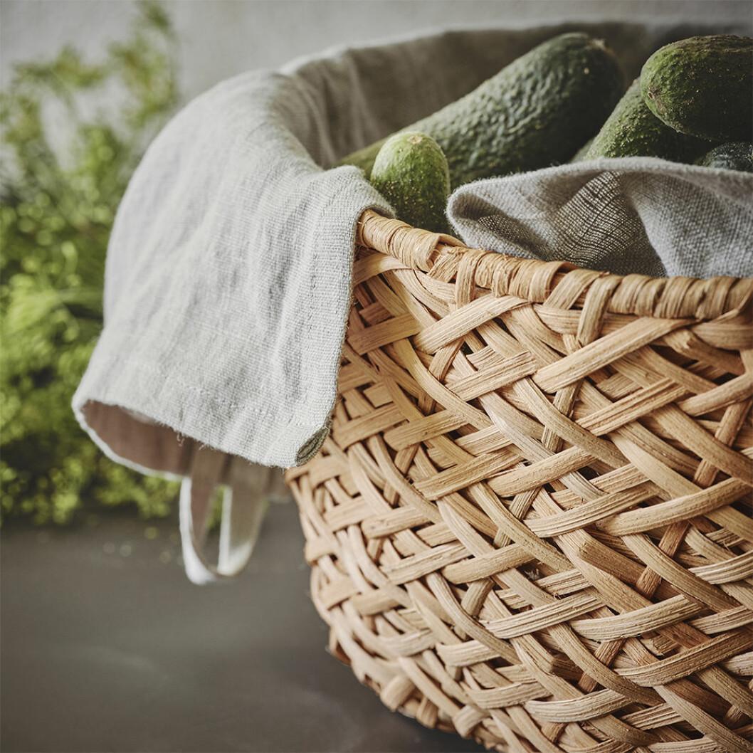 Förvaringskorg i naturmaterial från Ikea våren 2020
