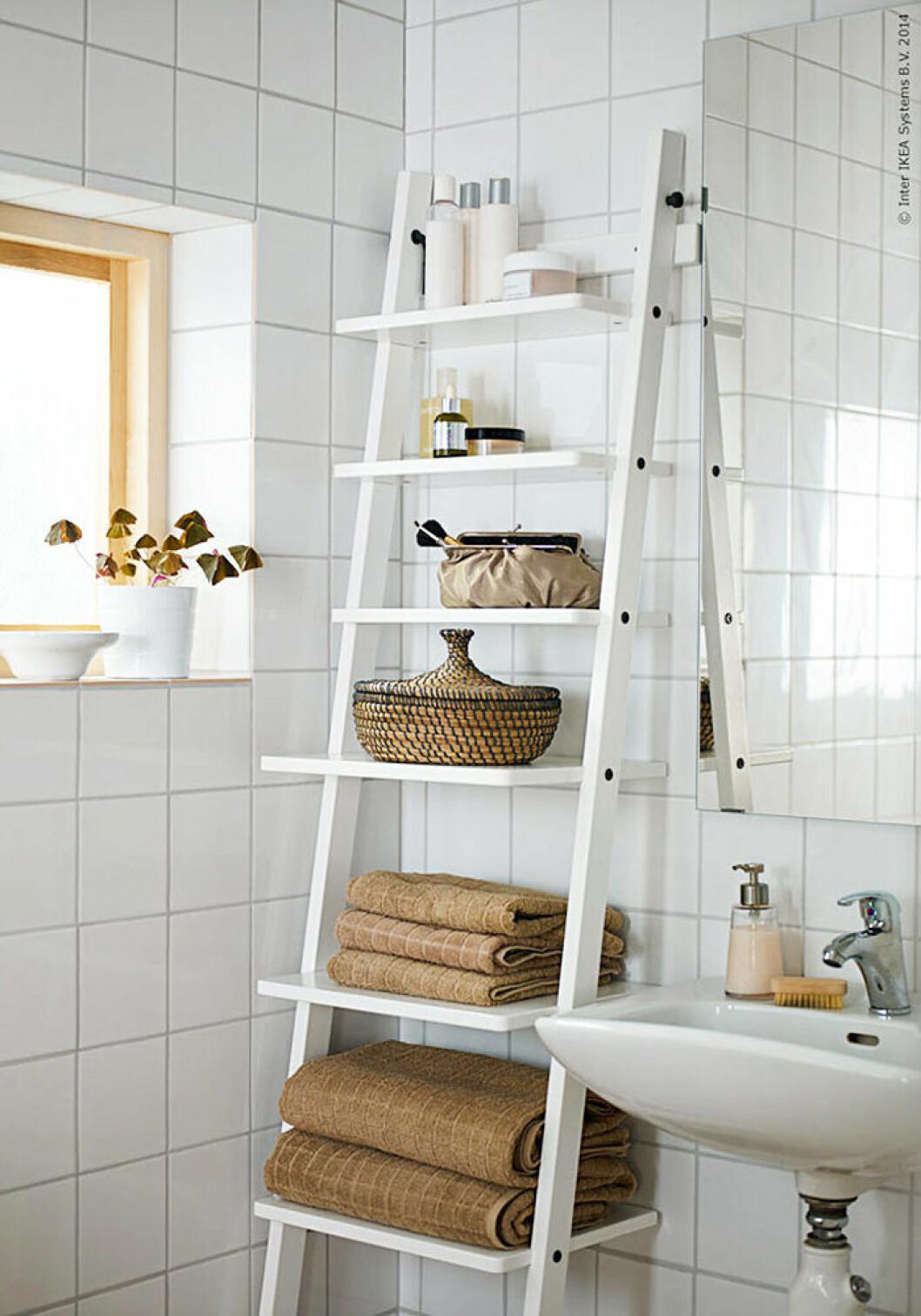 Smart förvaring i ett litet badrum från Ikea
