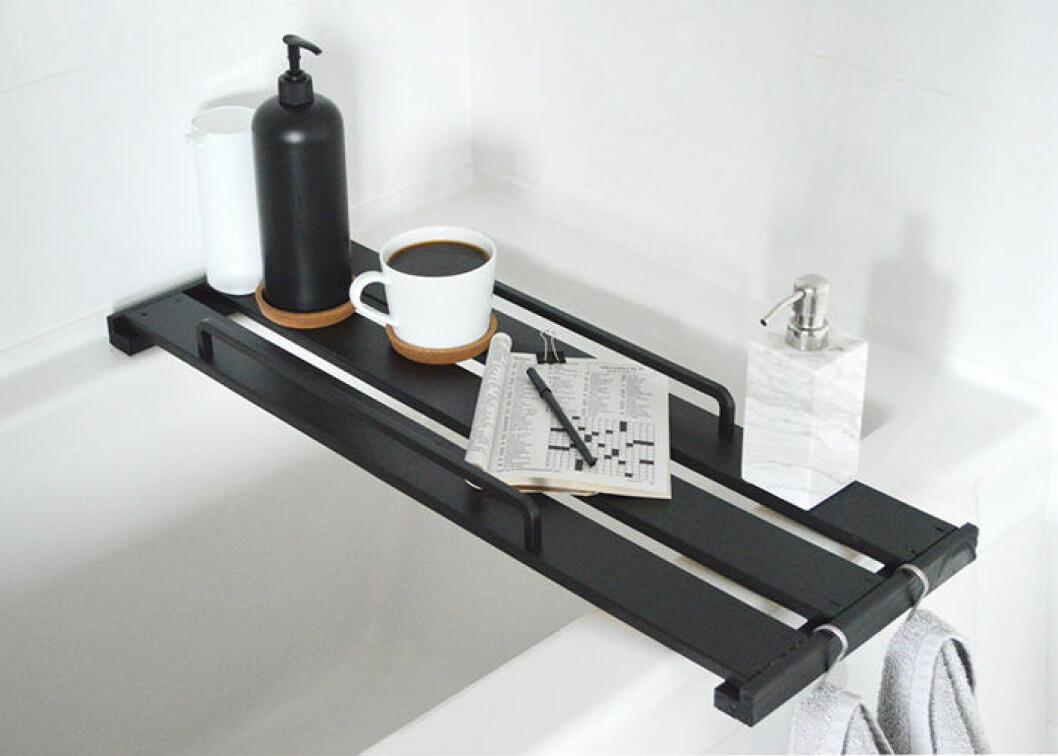 Ett snyggt Ikeahack – en DIY-hylla till badkaret