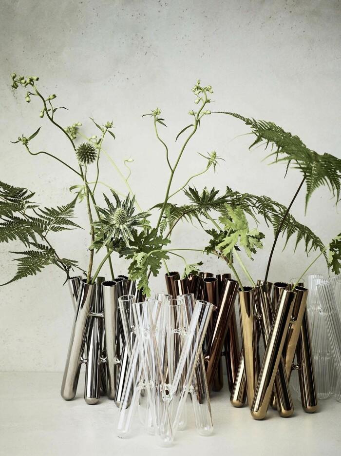 Ikebanainspirerad minivasen Seven från Rosenthal kommer i ett flertal uttryck, bland annat silverglans!